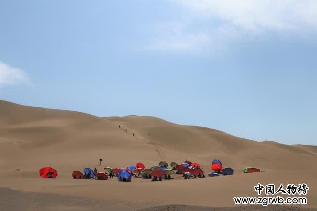 新疆鄯善:日均500人至库木塔格沙漠景区体验沙疗