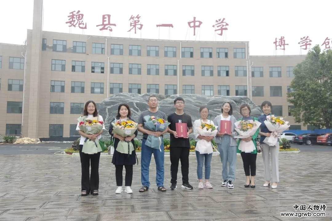 【来了】魏县一中丨接鲜花接到手软,挂锦旗挂到墙满(北大三人行)