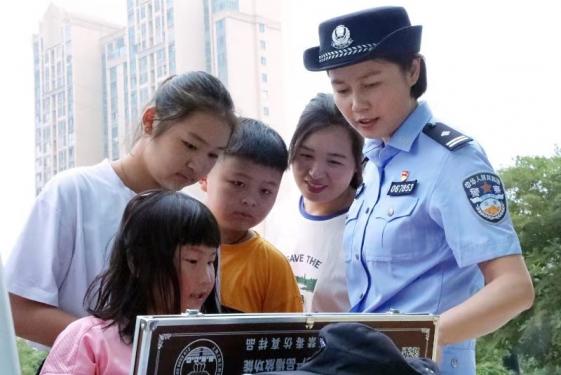 亳州市公安局高新区分局在禁毒日开展法治宣传