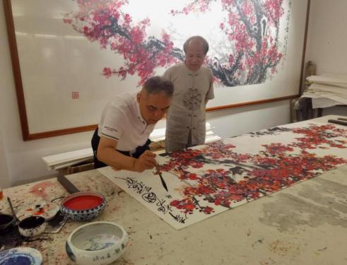 大 美 不 忍 堪 摘 ――以著名画家李林君的画梅艺术为例